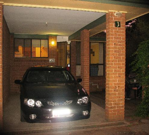 Blue Mountains Budget Accomodation: Car space