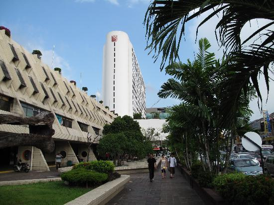Hotel Jen Penang by Shangri-La: The hotel from the direction of Penang Road