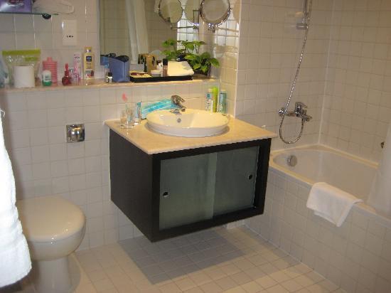 Nuran Marina Services Residences: Bathroom
