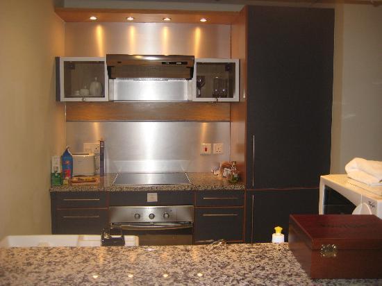 Nuran Marina Services Residences: Kitchen
