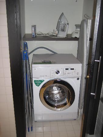 Nuran Marina Services Residences: Washing machine/drier