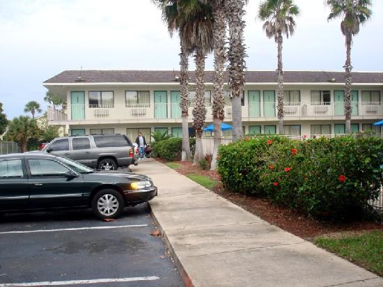 Motel 6 Orlando Kissimmee Main Gate West: Pool side parking space, second best place to park