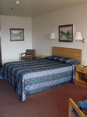 The Pacific Inn Motel: Interior Room 212
