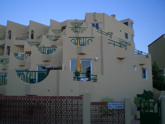 Apartmentos Morasol: Unser Appartement genau in der Bildmitte, vom Strandzugang aus
