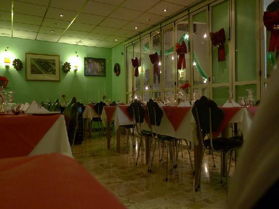 Ta'Peter Restaurant : The interior