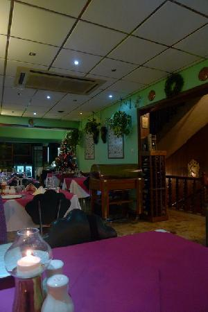 Ta'Peter Restaurant: Another view of the interior