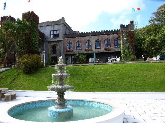 Abbeyglen Castle Hotel: View of front of hotel