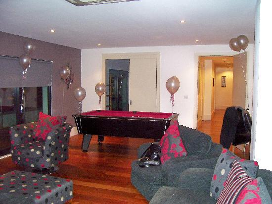 L3 Living - The Merchant Quarters, Liverpool: Living area with pool table