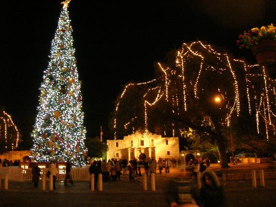 Ramada San Antonio/Near SeaWorld : Alamo Christmas