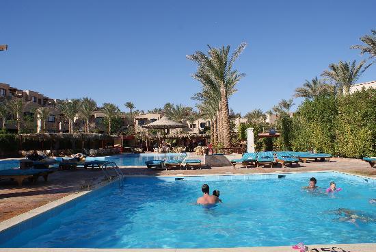 Tamra Beach: Una della tante belle piscine