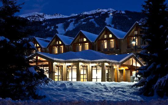 Aava Whistler Hotel: Mountain View