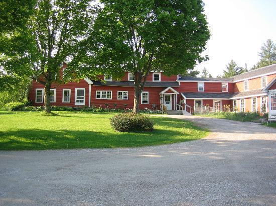 Landgrove Inn: view from the driveway