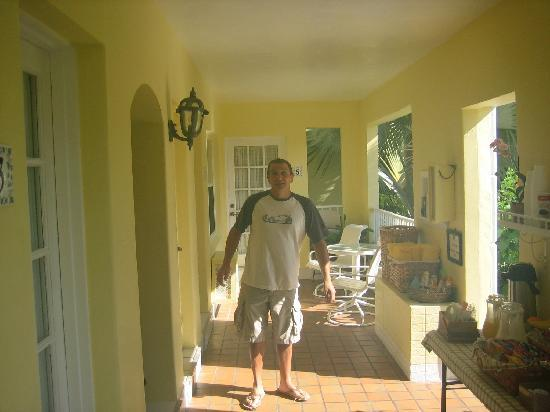Alhambra Beach Resort: Breakfast spread and owner Matt caught by surprise
