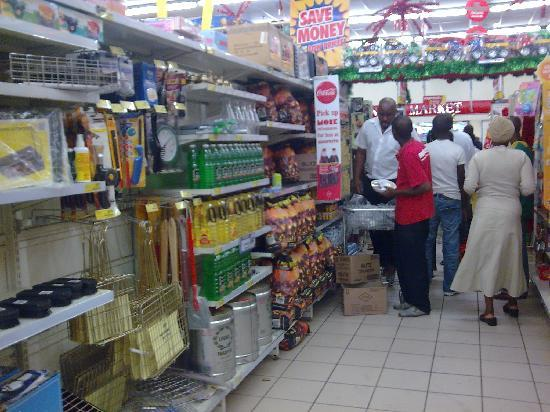 Tshwane Market: Tshwane Supermercado carbon y utensilios para asado
