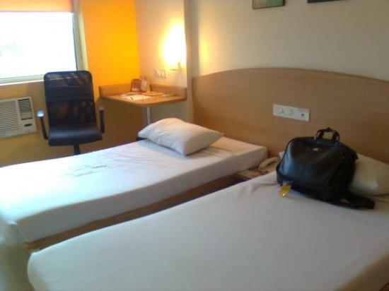 Ginger Hotel Agartala: Wish i could live in such a room for evr :( agartala- guest house.