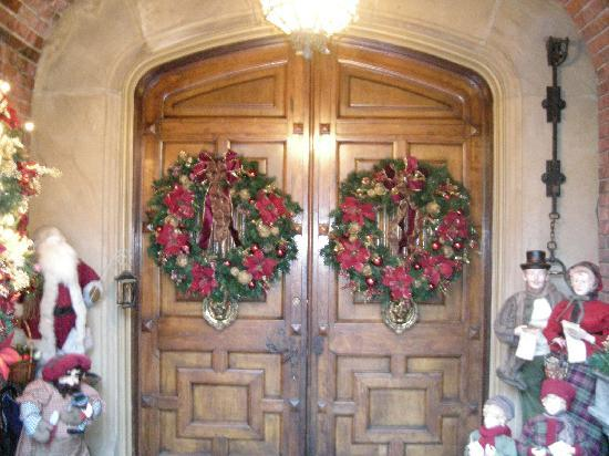 Thornewood Castle Inn and Gardens: The front door