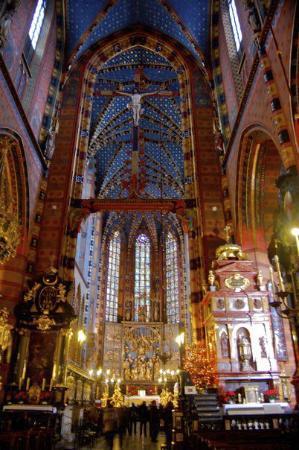 St. Mary's Basilica in Krakow: Inside St. Mary's Basilica (Kosciol Mariacki)
