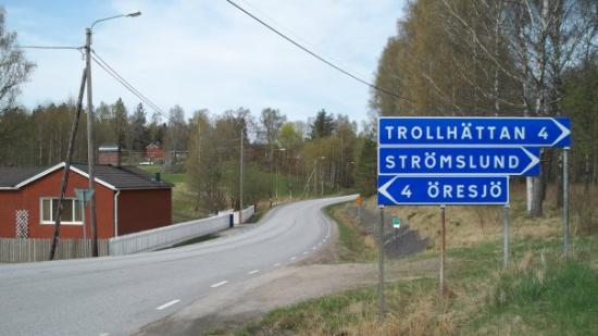 Trollhattan, Svezia: Quite a difference from SoCal  Country Road taken me home
