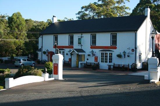 Fox & Hounds Country Inn : Fox & Hound pub