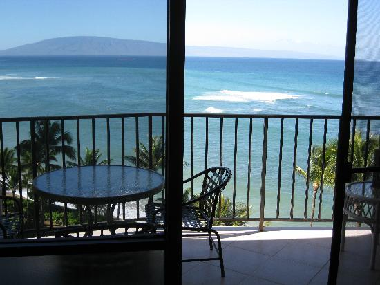 Valley Isle Resort: View of Lanai from Living Room