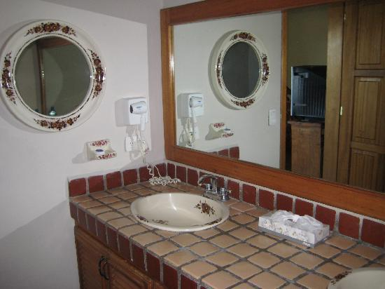 Club El Moro: Giant and posh bathroom