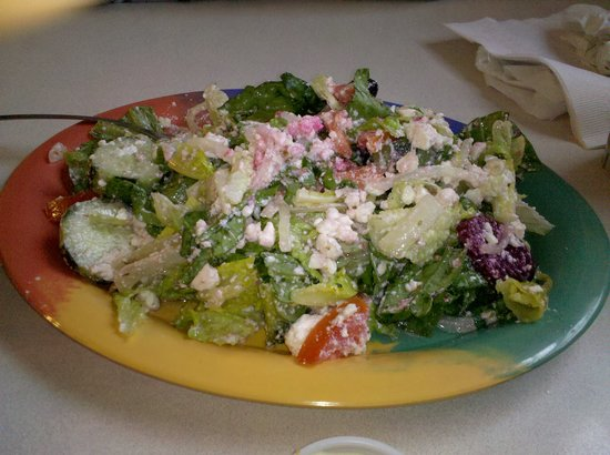 Emily's Family Restaurant: Emily's Excellent Huge Greek Salad