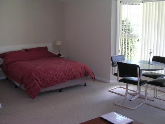 Shearwater Cottages: A large, comfortable and bright room