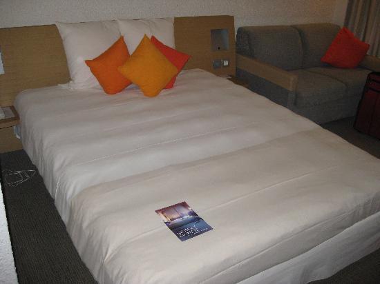 Novotel Bordeaux Aeroport: Comfortable bed