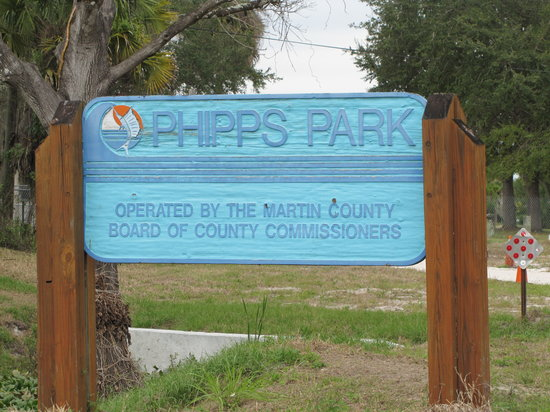 Phipps Park Campground : The entrance to Phipps Park