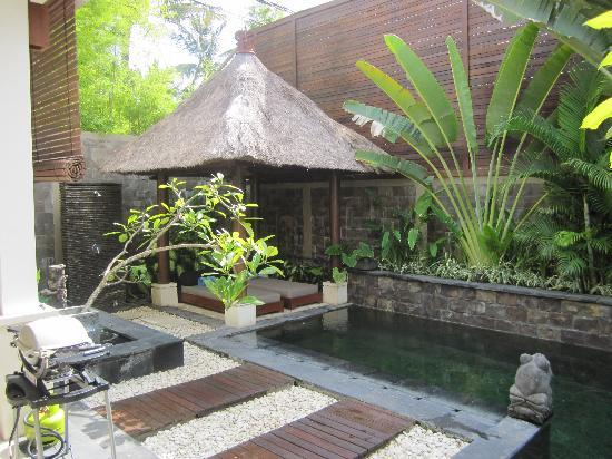Villa Kipas: Pool and Day beds