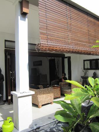 Villa Kipas: Outdoor seating area and BBQ