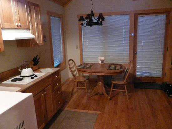 River's Edge Resort: kitchenette