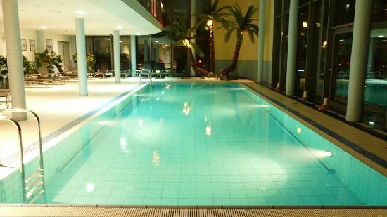 InterContinental Hotel Warsaw: The Pool on the 43 floor...
