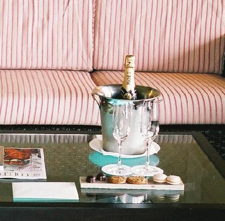 セント レジス ボラボラ リゾート, ウェルカムシャンパン