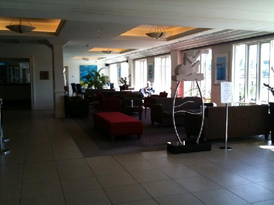 Crowne Plaza Newcastle: Reception area towards the resturant