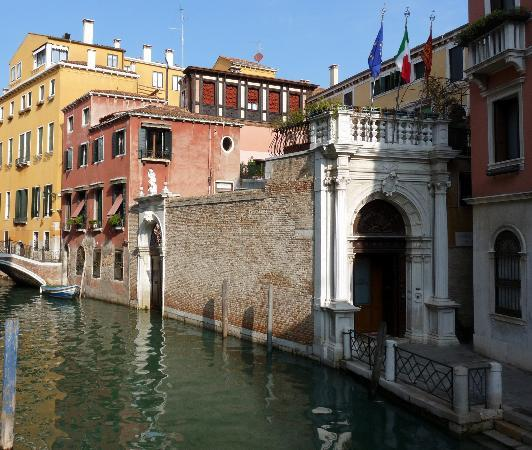 Istituto San Giuseppe : Front of Monastery on the Canal