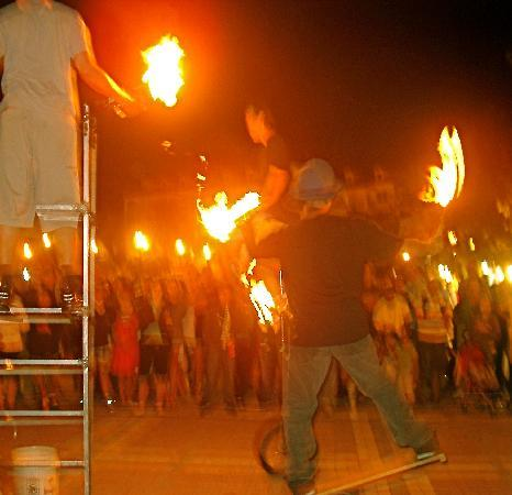 Orchid Key Inn: fire-torch jugglers on Mallory Sq