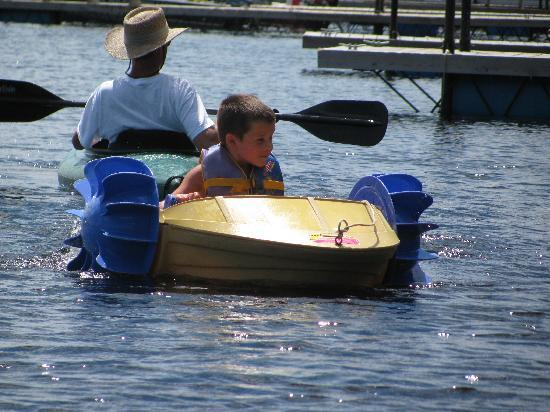 Big Lake Wilderness Lodge: LAKE FUN