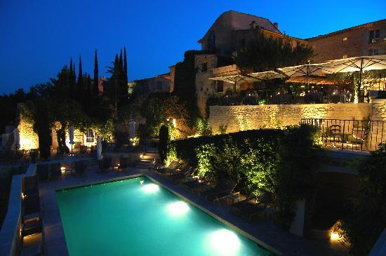 Hotel Crillon le Brave: Pool and terrace at night