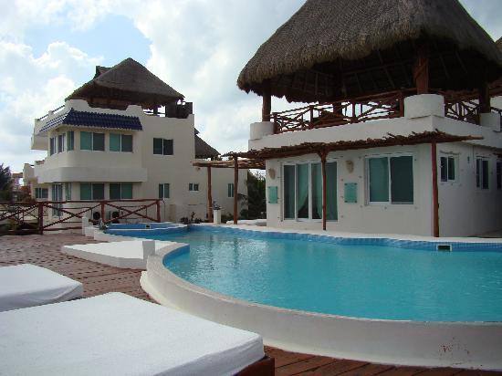 Casa Ixchel: Harmony room infront of pool