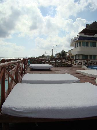 Casa Ixchel: sun beds to relax on day and night