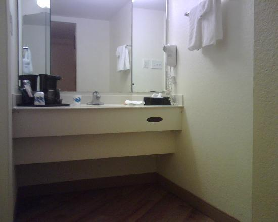 Baymont Inn & Suites Marietta/Atlanta North : Bathrooms