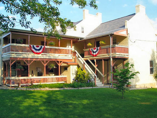 Jacob Rohrbach Inn: Rooms have large private porches