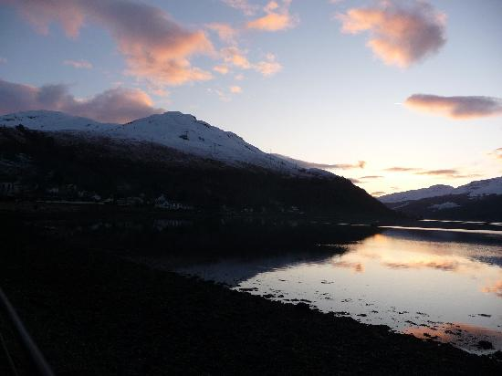 Claymore Hotel: loch long at sunset