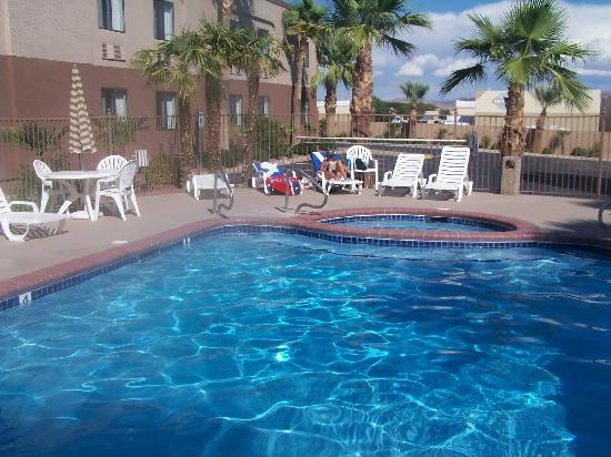 Ambassador Inn: the pool