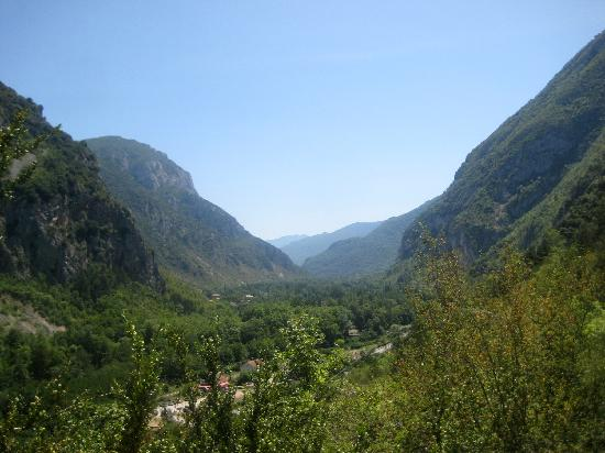 Tarascon-sur-Ariege, Francja: The valley where the caves are located