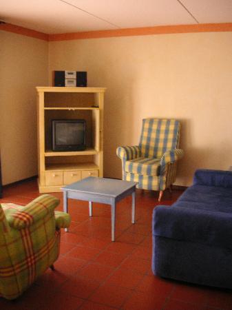 Hotel Graaf Bernstorff: Living room - charmless