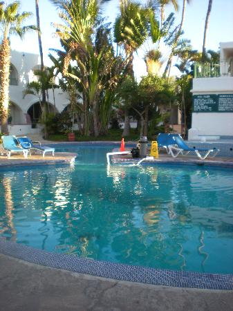 Hotel Mar de Cortez: pool...its not big don't be deceived!