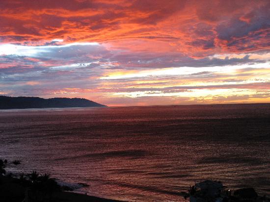 Boana Torre Malibu : #703 balcony sunset