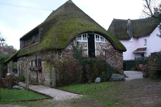 The Sandpiper Guest House: Thatched Cottages, Cockington Village